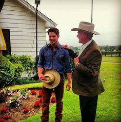 Dallas/ Josh Henderson and Larry Hagman Dallas Tnt, Dallas Tv Show, Josh Henderson, Larry Hagman, Texas, Got The Look, Child Love, Old Tv, New Series