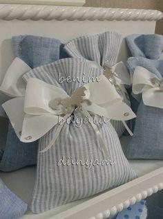 mavi-cizgili-fiyonklu-erkek-bebek-atli-karincali-bebek-dogum-hediyelik-lavanta-kesesi