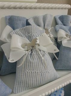 mavi-cizgili-fiyonklu-erkek-bebek-atli-karincali-bebek-dogum-hediyelik-lavanta-kesesi Small Sewing Projects, Sewing Crafts, Homemade Crafts, Diy And Crafts, Baby Favors, Fabric Gift Bags, Lavender Bags, Creative Gift Wrapping, Diy Embroidery