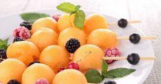 Des brochettes fraiches et fruitées pour l'été Food, Strawberry Fruit, Skewers, Raspberries, Essen, Meals, Yemek, Eten