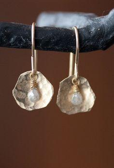 Ice Diamond Petal Earrings in Gold por LexLuxe en Etsy, $178.00