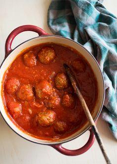 pieczone klopsiki w sosie pomidorowym na dwa sposoby (w zasadzie nawet 4!)
