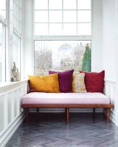 Work In process … Diy Interior, Decor Interior Design, Interior And Exterior, Interior Decorating, Color Interior, Herringbone Tile Floors, Tile Flooring, Bedroom Sitting Room, Lets Stay Home