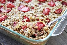 This simple yet delicious baked oatmeal is perfect for Mother's Day. Try out this sweet and yummy strawberries and cream oatmeal by checking out our recipe. Strawberries And Cream Oatmeal, Strawberry Oatmeal, Brunch Recipes, Breakfast Recipes, Breakfast Ideas, Baked Oatmeal Recipes, Yummy Oatmeal, Baked Oats, Best Breakfast