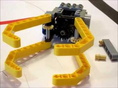 How to build a gripper for Lego Mindstorms NXT and RCX Lego Wedo, Lego Mindstorms, Lego Technic, Diy Wooden Projects, Wooden Diy, Baymax, First Lego League, Robotics Club, Robotics Competition