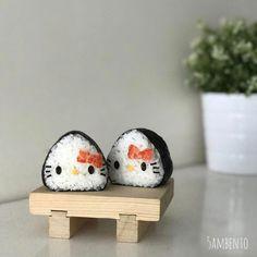 Hello Kitty onigiri by Tian Min ( Lunch Box Bento, Cute Bento Boxes, Kawaii Cooking, Sushi, Japanese Food Art, Kawaii Bento, Bento Recipes, Food Humor, Aesthetic Food