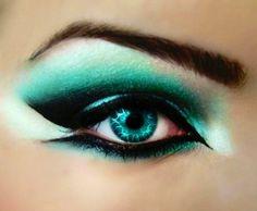 Turquoise eye & makeup