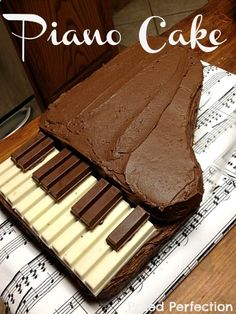 Kit Kat Piano Cake Tutorial-for Kathryn Piano Cakes, Music Cakes, Fancy Cakes, Cute Cakes, Food Cakes, Cupcake Cakes, Cake Tutorial, Creative Cakes, Cakes And More