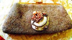 Borsetta da sera con perline anni 50 e spilla conchiglia ispirata a Fulco di Verdura
