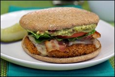 HG's Hot Guac Crispy Chicken Club _ Replaces Wendy's Spicy Guacamole Chicken Club - only 380 calories vs. 770 at Wendy's! Skinny Recipes, Ww Recipes, Light Recipes, Chicken Recipes, Healthy Recipes, Healthy Cooking, Healthy Eating, Healthy Food, Recipe Makeovers