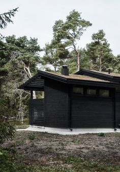 Skogshuset vid stranden, Gotland – M.Arkitektur Rest House, My House, Black House Exterior, Green Architecture, Rustic Interiors, Country Style, My Dream Home, Pergola, Cottage