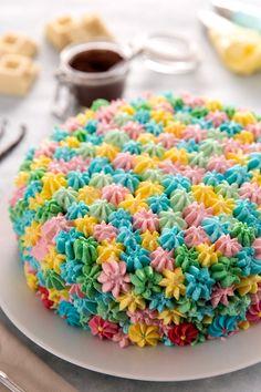 Torta con panna multicolor: tanti ciuffi golosi e colorati per un dolce davvero scenografico!  [Multi-color cake]