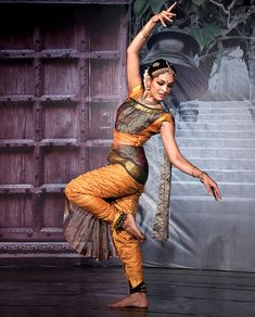 Rukmini Vijayakumar is an Indian film actress and Bharatanatyam dancer from Bengaluru (also called Bangalore) which is the capital of India's southern Karnataka state. Rukmini is an amazing dancer. Dance Photography Poses, Dance Poses, Indian Photography, Isadora Duncan, Folk Dance, Dance Music, Bollywood, Cultural Dance, Indian Classical Dance