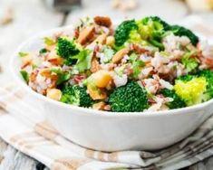 Salade de riz rassasiante au brocoli et aux amandes : http://www.fourchette-et-bikini.fr/recettes/recettes-minceur/salade-de-riz-rassasiante-au-brocoli-et-aux-amandes