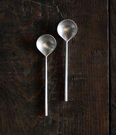 匙 //spoon, tableware, food, metal, brushed metal, shape, minimal, clean lines