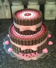 Kit Kat Cake - Would be cute for a baby shower cAke Candy Cakes, Cupcake Cakes, Kitkat Torte, Baby Birthday Cakes, 31 Birthday, Princess Birthday, Occasion Cakes, Girl Cakes, Food Cakes