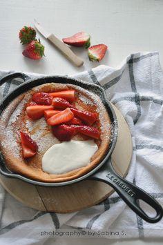 Due bionde in cucina: Pancake al forno con fragole e yogurt