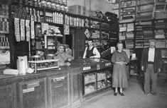 Interior del almacén de calle Defensa 1344 en la década del 30 Liquor Cabinet, Lily, Street View, Vintage, Home Decor, Interior, 1930s, Fotografia, Pictures