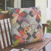 Quilt Lovely: 15 Vibrant Projects Using Piecing & Applique by Jen Kingwell