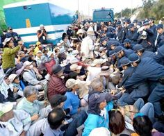 シュワブ前 最大規模 500人抗議 機動隊を押し返す http://j.mp/1MBso4H