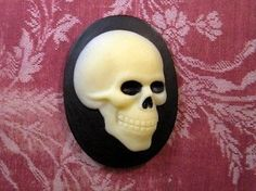 40x30mm Side Profile Skull Cameo (1) - L498-1 Jewelry Finding