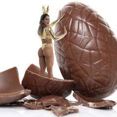 Feliz Páscoa para todos 🐰e Sejam tão espertos quanto o coelho, que presenteia a todos com chocolate mas só come cenoura 😘 #ficaadica  Campanha com fotografo @brunocardi meu preferido ❤️😍