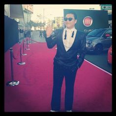 Psy on AMA's red carpet --- received the American Music Awards New Media Honoree award from Lance Bass!