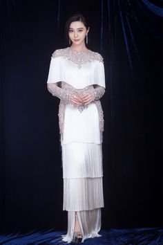 Thursday's female celebrity of the day is Fan Bingbing. Because we all need to look at Fan Bingbing every now and again! This is the sixth time she's been FCOTD. Stunning Dresses, Beautiful Gowns, Gala Dresses, Evening Dresses, Cute Asian Fashion, Fan Bingbing, Haute Couture Dresses, Designs For Dresses, Beautiful Celebrities