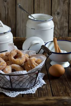 Yerbabuena in the kitchen: Biscuit donuts - mexican Cuisine Spanish Cuisine, Spanish Food, Biscuit Donuts, Biscuits, Mexican Food Recipes, Sweet Recipes, Cooking Cake, No Cook Meals, Food Pictures