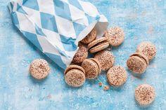 Kijk wat een lekker recept ik heb gevonden op Allerhande! Chocolademacarons met hazelnootpasta