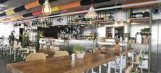 Barcelona - La monroe de la filmo - The Travel Hack's says >> located in El Raval and one of my faves. It's a hipster spot, where the staff wear dungarees and the food is deliciously satisfying. Think classics like burgers and nachos, as well as hearty salads and more.
