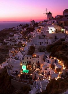 Santorini, Greece | one of the top travel destinations and definitely the most idyllic sunet | picturesque island | narrow streets | donkeys only | priceless