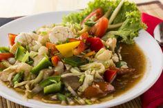 A Zöldség oyster szószban sok zöldséget tartalmazó, rizskörettel tálalt étel.