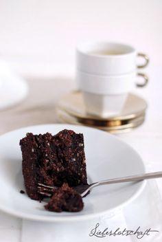Die beste Schokoladentorte, die du jemals gegessen hast. Oh ja. Vegan mit Datteln und Nüssen