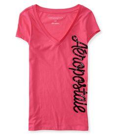 Esta Camiseta da Aeropostale feminina tem um aplique bem grande na vertical escrito Aeropostale. O aplque possui pequenas lantejolas na cor preta. A camiseta é na cor pink e possui gola V, que deixa o busto em evidência. É uma camiseta com modelagem ajustada, estilo baby look, tecido macio, confortável e com caimento perfeito no corpo. A Camiseta da Aeropostale é uma peça indispensável no guarda roupas, pois são modernas, versáteis e combinam com tudo! Esta camiseta é original e importada…
