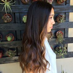 Sunkissed babe #balayage #sunkissed #caramelhighlights #highlights #beachhair #beachwaves #naturalhaircolor @sweeterthanhoney