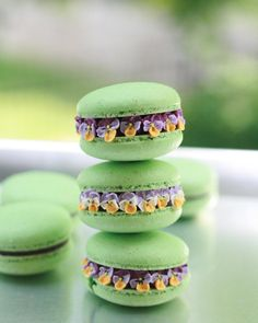 💚 Pistachio Pansy 💜 #love #macaronblossoms #macarons #macaron #macaronrose #flowermacarons #makaron #pistachio #pansy #baking #bakery…