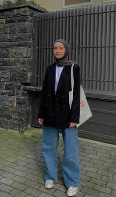 Hijab Fashion Summer, Modest Fashion Hijab, Modern Hijab Fashion, Street Hijab Fashion, Hijab Fashion Inspiration, Muslim Fashion, Fashion Outfits, Mode Ootd, Mode Hijab