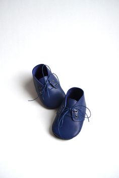 Navy leather baby shoes by MiniMo.
