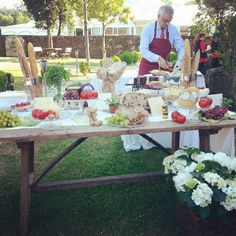 Mesa de quesos de El sofa amarillo Cheese Table, Elegant Appetizers, Wedding Decorations, Table Decorations, Wine Cheese, Banquet, Sweet Tables, Buffet, Party Ideas