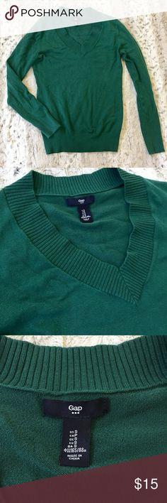GAP V-neck Sweater EUC green sweater. Super comfy and versatile. GAP Sweaters V-Necks