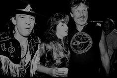 """mr-mexican-bastard: """"rock-and-roll-will-never–die: """"Stevie Ray Vaughn, Bonnie Raitt & Kris Kristofferson """" """" Blue Company, Bonnie Raitt, Texas Music, Kris Kristofferson, Stevie Ray Vaughan, Extraordinary People, Music Film, Music Music, Blues Rock"""