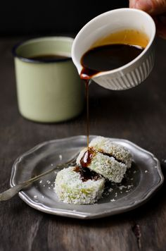Glutinous Rice with Dark Brown Sugar Syrup; best known to local as Kuih Lopis. Its Malaysian sweet dessert of glutinous rice coated with coconut shave and drizzle with thick brown sugar syrup when serve. Malaysian Dessert, Malaysian Food, Malaysian Recipes, Indonesian Desserts, Indonesian Food, Asian Snacks, Asian Desserts, Filipino Desserts, Brown Sugar Syrup