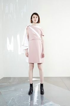 See the complete Sportmax Resort 2018 collection.