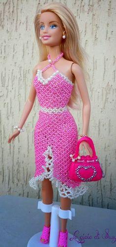 Realizzata per una bambina di 9 anni che l'ha chiesta come regalo di Pasqua alla sua mamma. Il modello e il colore dell'abito è come lo ha v...