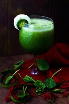 A Refreshing Green Smoothie with a Spicy Twist (Vegan and Sugar-Free): Cucumber-Jalapeno Smoothie