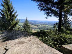 Ausblick vom Beistein in das oststeirische Hügelland #landschaft #oststeiermark #derwiesenhof Country Roads, Hiking, Landscape, Projects