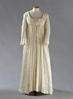 1795-1800 ca.  Dress, French. Cream, embroidered muslin.         Palais Galliera, musée de la Mode de la Ville de Paris.                      a80-musees.apps.paris.fr                 suzilove.com