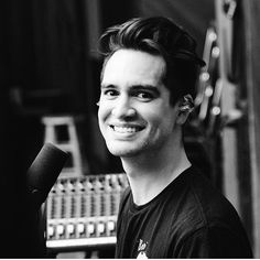 Brendon (they/them) Patdperiscopes tell brendon urie i said 'sup' so he thinks i'm cool Spencer Smith, Brendon Urie, Panic! At The Disco, Emo Bands, Fall Out Boy, My Chemical Romance, Man Crush, Pretty People, The Twenties