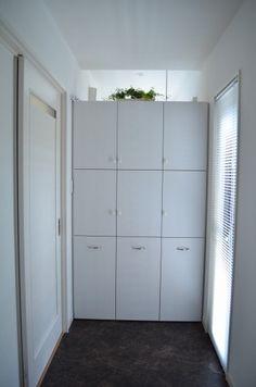web内覧会:脱衣⇔洗濯室をつなぐ機能的な棚 - さらふわぬっぺり